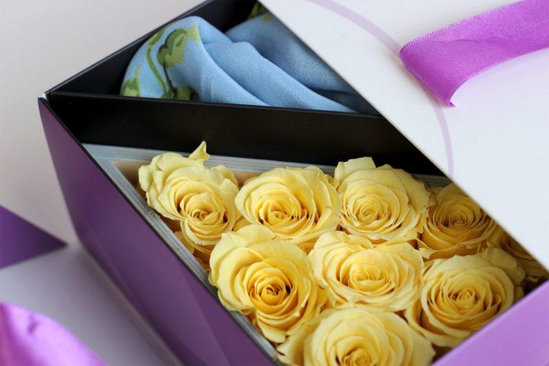 Róża i apaszka to idealna prezentowa para