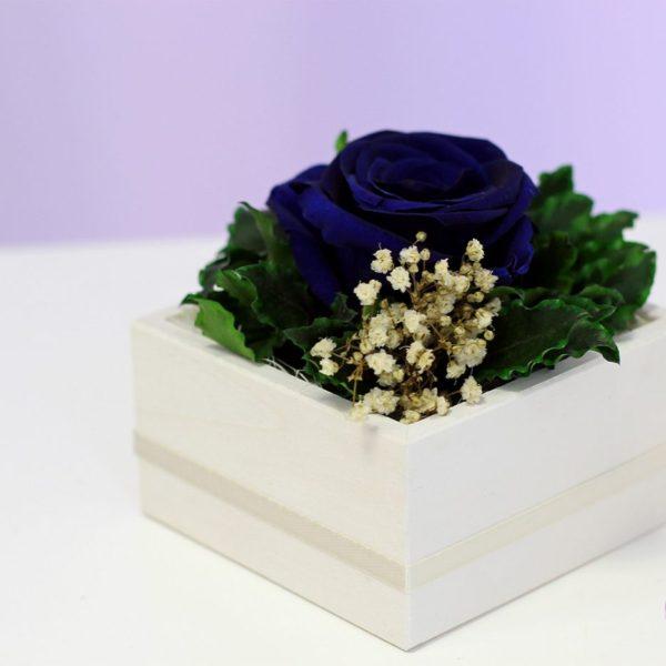 Kompozyjca standard z różą w kolorze granatowym