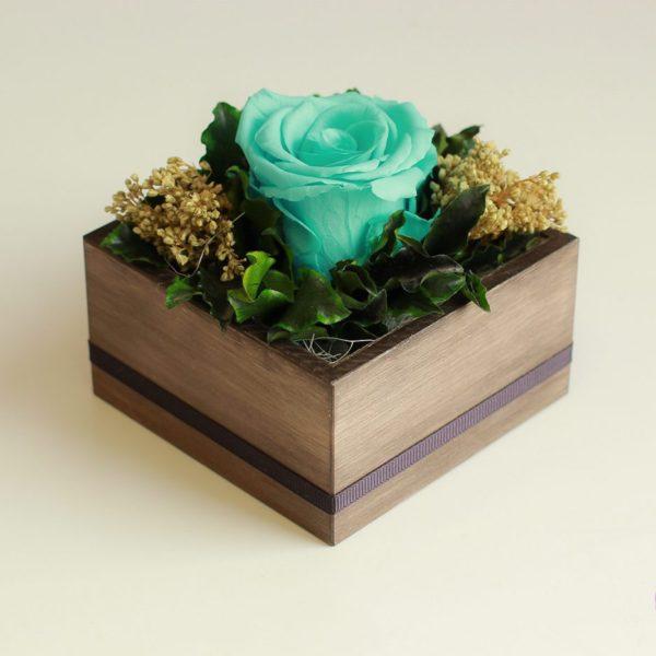 Róża wieczna w kompozycji kwiatowej