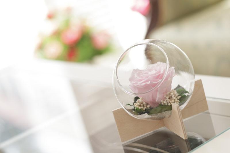 Kompozycja Glass na drewnianej podstawie