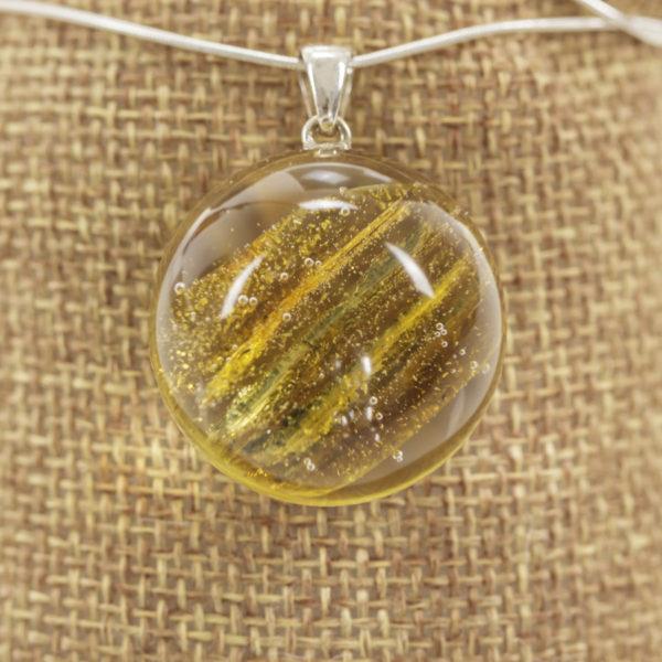 Naszyjnik z bursztynem i złotym pyłem