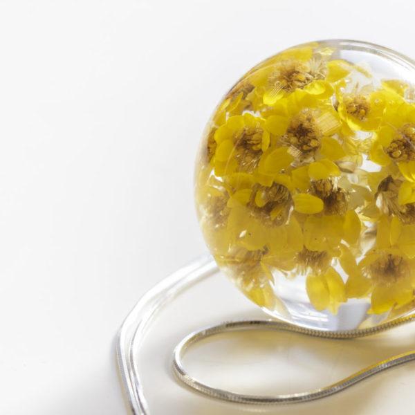 Naszyjnik z żółtymi kwiatuszkami