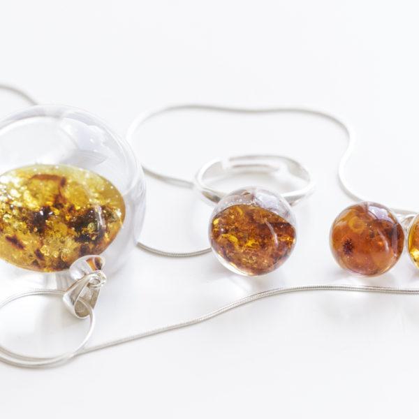 Naszyjnik, kolczyki i pierścionek z bursztynem